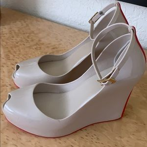 Melissa cream + red sz 7 great shape but scuffing